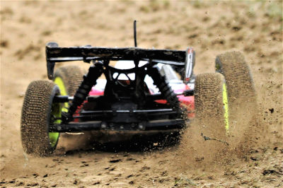 Is the Traxxas Rustler VXL good for bashing?